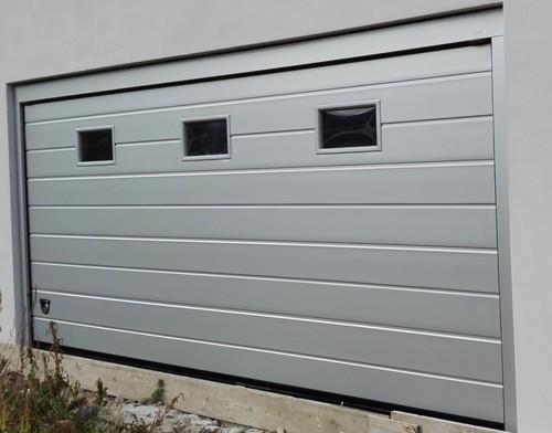 Sezionale 2 doghe liscio grigio argento ral 9006 installato a Vicenza