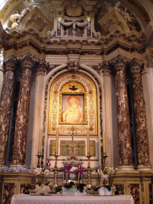 Immagine risalente al tempo di Giotto, rappresenta la dolce e sorridente Madonna, protettrice delle gestanti, ritratta appunto durante la divina gravidanza. presso Santuario di Santa LIbera a Malo Vicenza